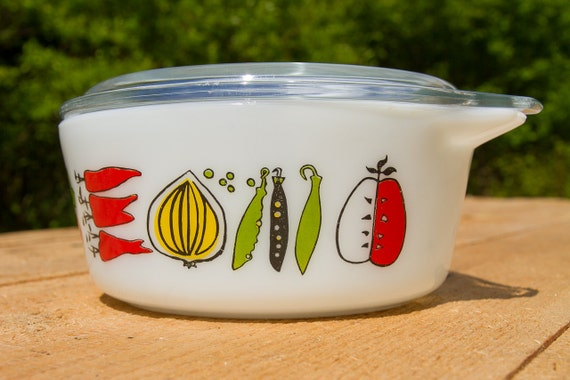 Cute Pyrex Casserole, small model with handles and lid