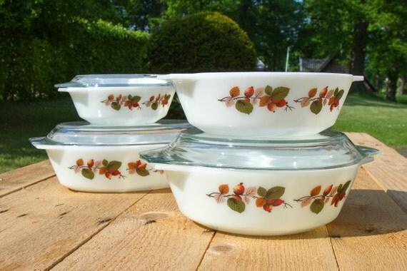 Set of four matching Rosehip Pyrex casseroles