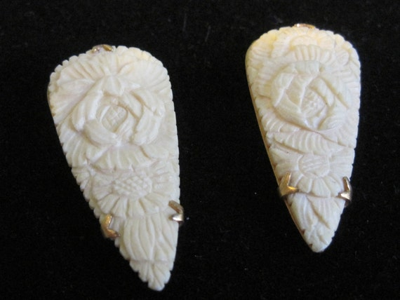 RESERVED Vintage Art Deco Hand Carved Ox Bone Dress Clip Pair costume jewelry vintage jewelry dress clips