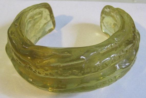 RESERVED Vintage Big Chunky Mottled Bumpy Lucite Green Dill Pickle Bracelet Never Worn costume jewelry vintage bracelet LAST ONE