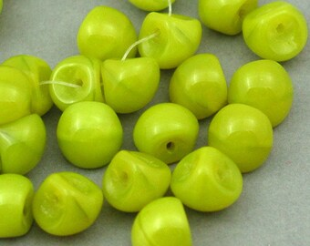 Czech Glass Beads green rounded Drop beads 10pcs 9mm JB11061