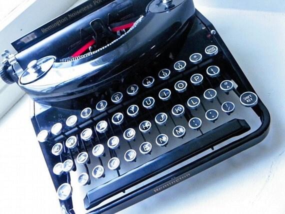 Vintage Typewriter- Remington Noiseless Typewriter