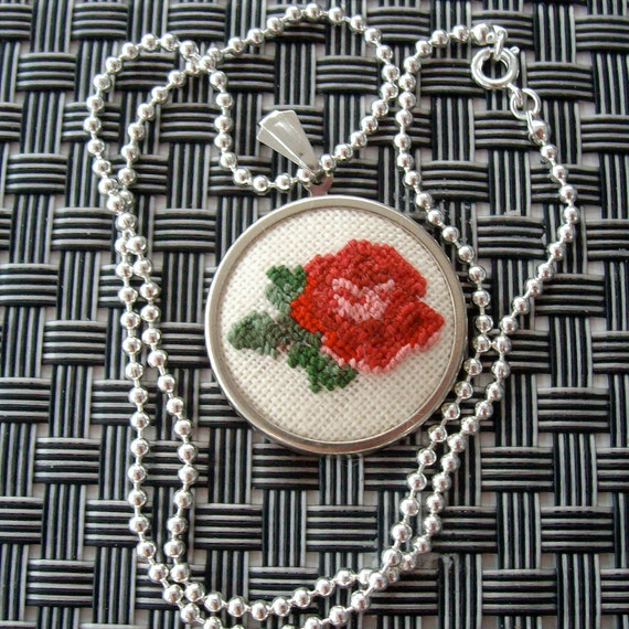 Cross stitch pendant, rose pendant, embroidered pendant, needlecraft necklace, pink and red rose necklace