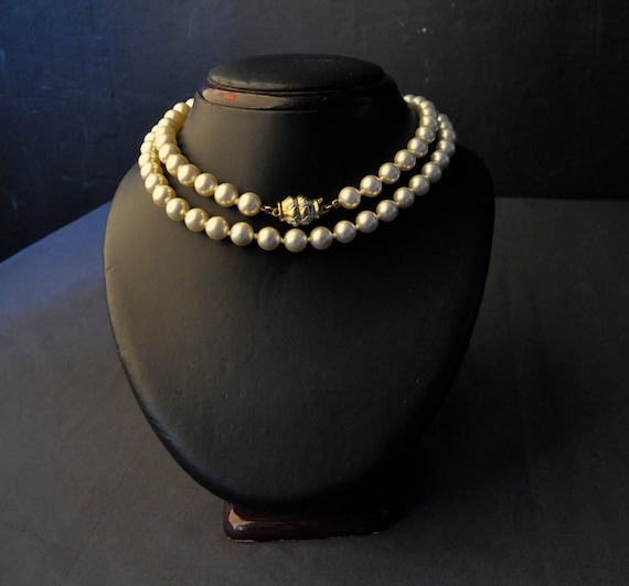 Lovely Vintage Pearl Necklace With Unusual Box Clasp