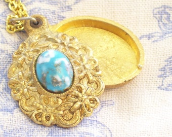 SALE Vintage Ribbons and Bows Ornate Textured Goldtone Faux Stone Oval Perfume Locket Pendant Necklace