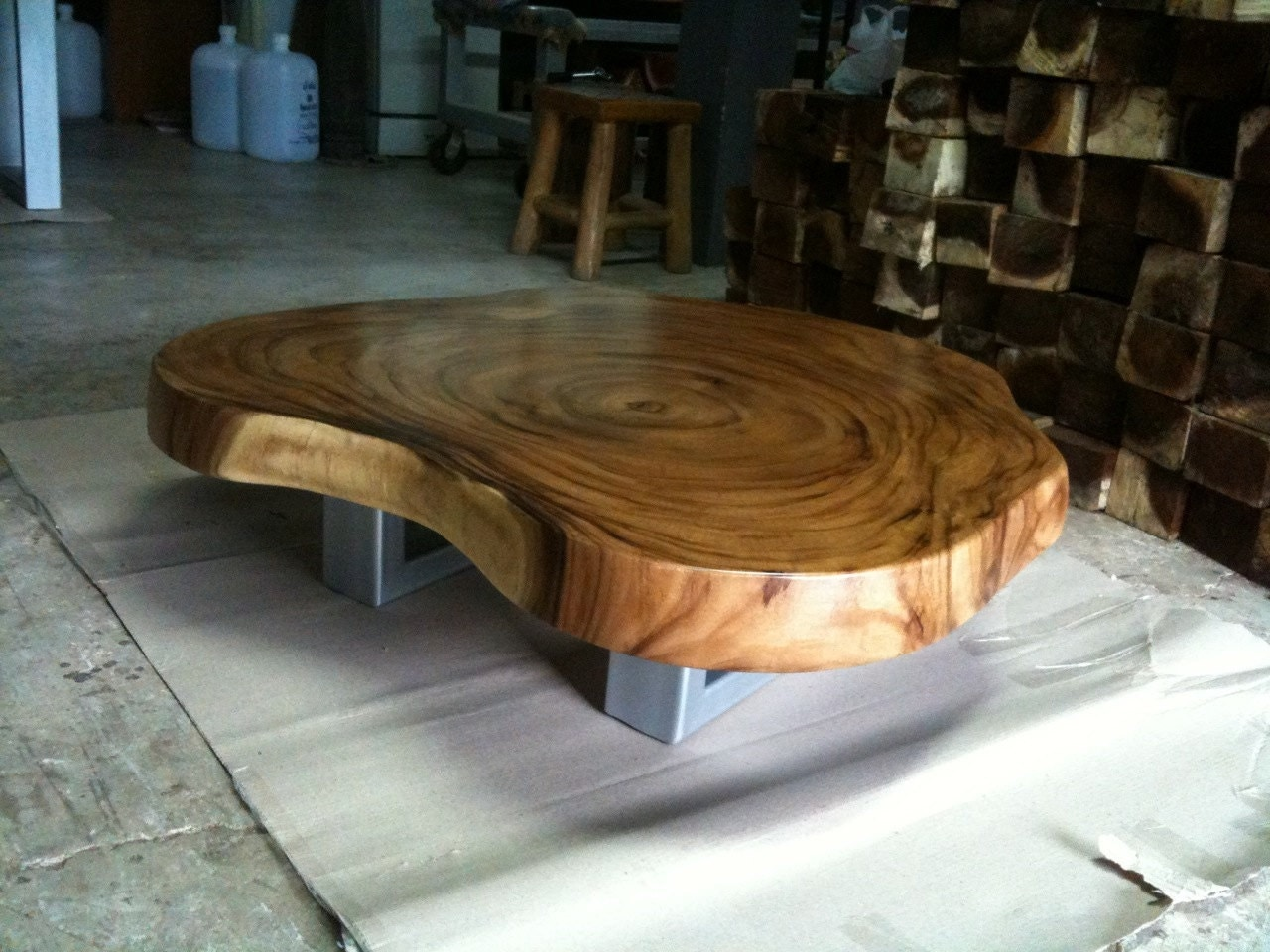 Live edge coffee table reclaimed acacia wood solid slab - Table basse en acacia ...