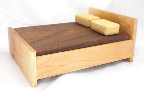 Wood Dollhouse Queen Bed - Maple Furniture
