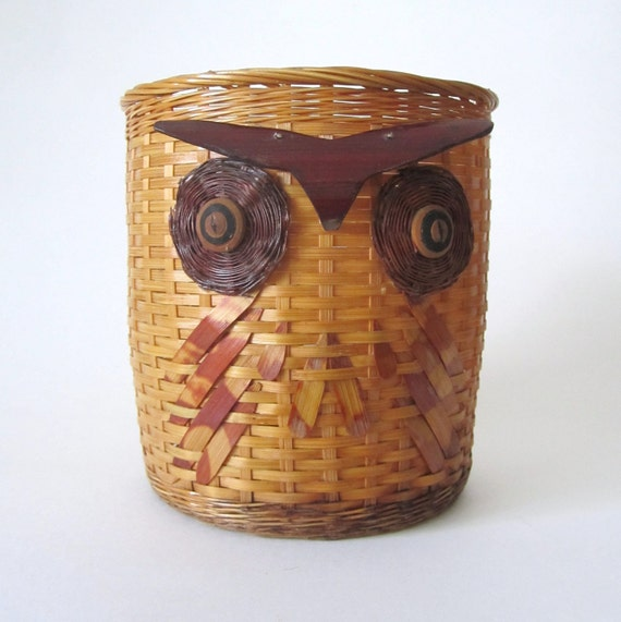 Vintage Kitschy Owl Basket // 1970s Kitsch //  Wooden Details // Many Uses