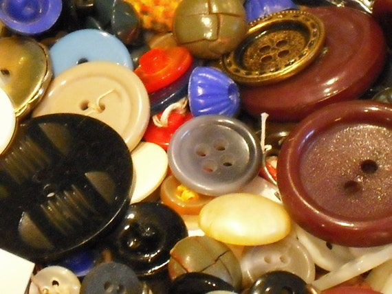 BUTTONS,  MIXED ASSORTMENT Destash including La Petite, Luckyday, American Maid, Le Chic, etc Very Shabby Chic Great For Crafts