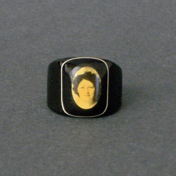 Vintage Celluloid Ring . 1940s Sweetheart  .