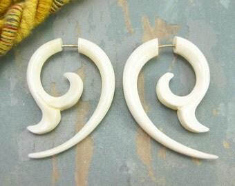 Fake Gauges Earrings Whale Tail Bone White Earring Spiral Leaves Tribal - FG036 B G1