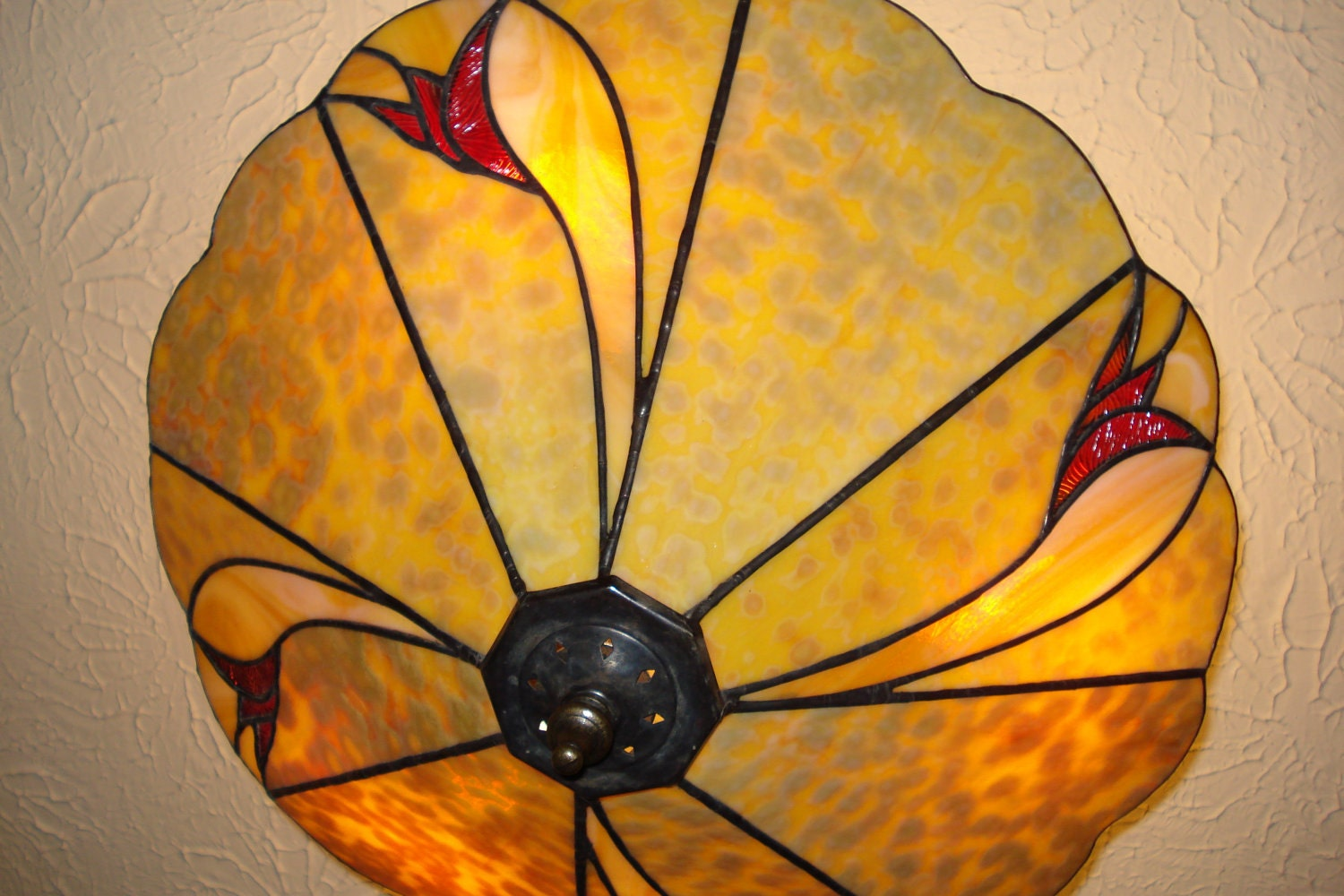 stained glass lamp in wheaton design made with a beautiful. Black Bedroom Furniture Sets. Home Design Ideas