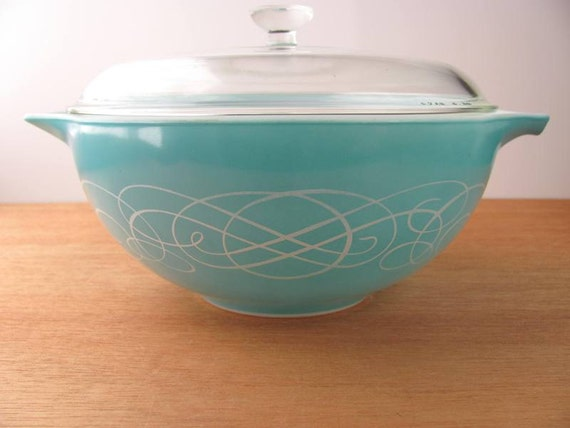 Horzion Blue Turquoise Pyrex Scroll Pattern Bowl 2 1/2 Quart with Lid