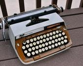 Antique manual typewriter, 1960s TAN&WHITE in good condition