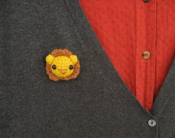 lion amigurumi pin