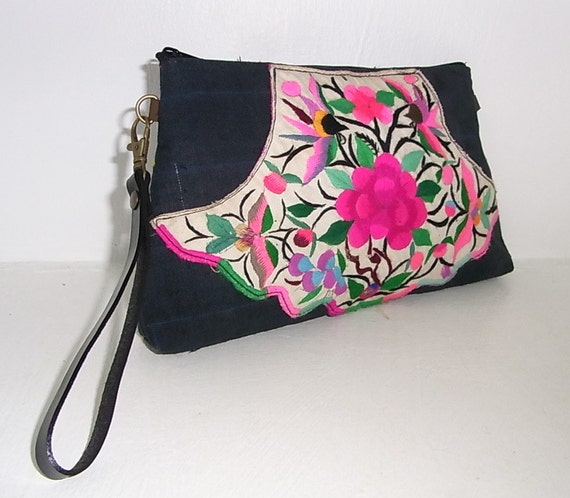 Cross-Over Exchangeable Wristlet Clutch Hill Tribe Wristlet HMONG Vintage Fabric Fair Trade Thailand (279.100)