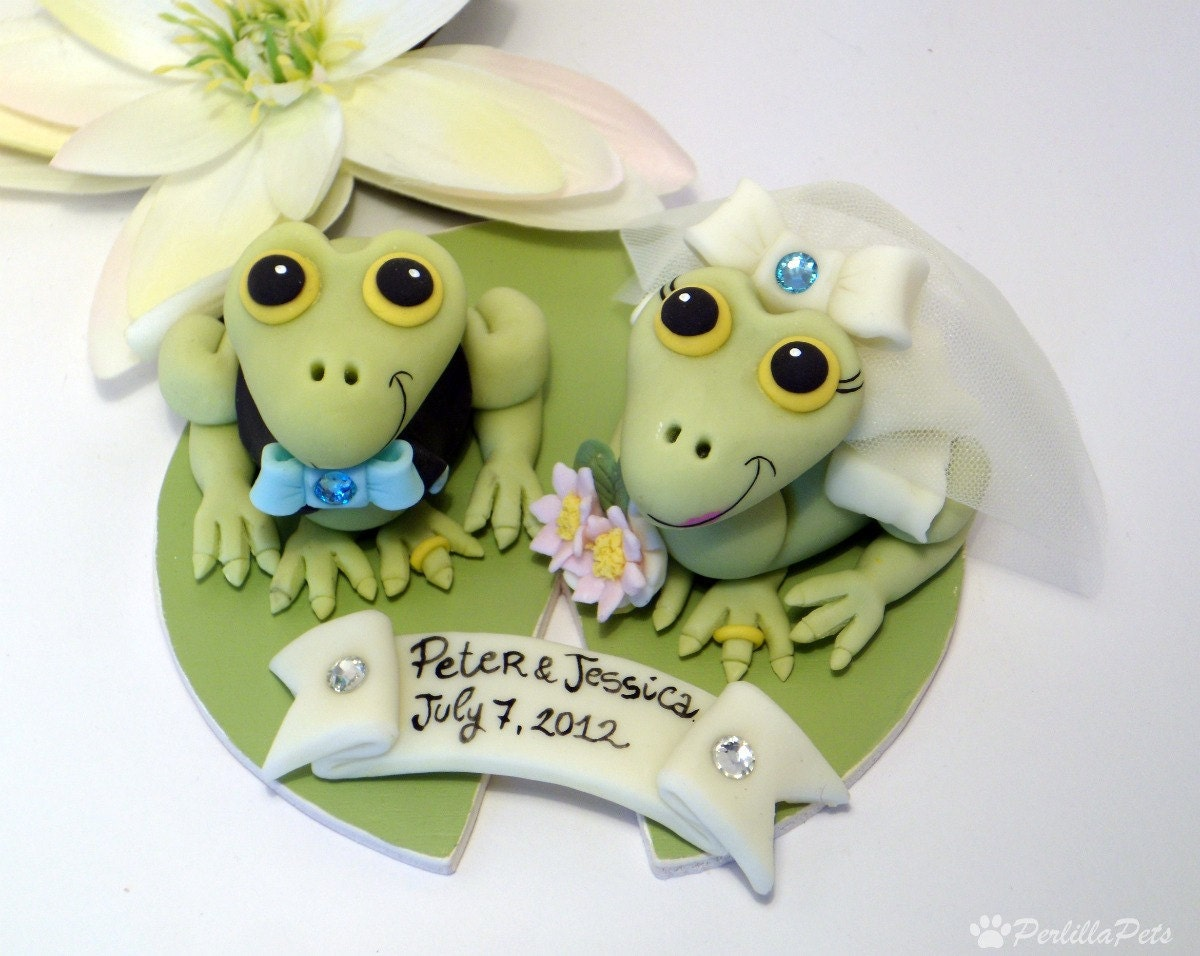 frog wedding cake toppers frog wedding cake topper with wooden base by perlillapets 14499
