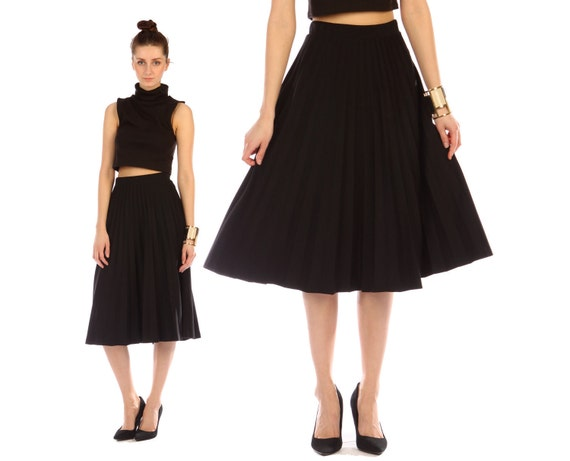 accordion pleated skirt midi // vintage 70s // black // flowy