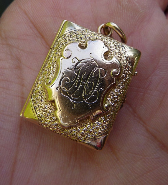 OLD Beauty 1800s Victorian Rose gold Locket