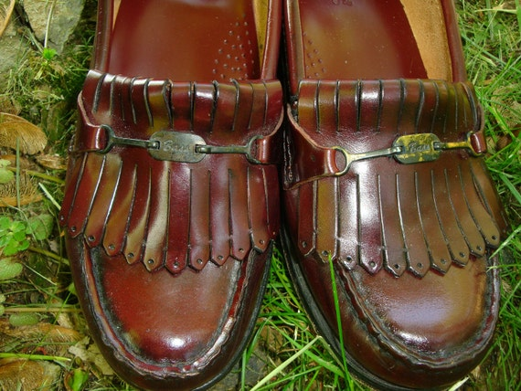 Vintage Cordovan BASS WEEJUNS Leather Loafers with Kilties. Preppy Handbook. Sorority Sister. 80s Prepster. - Size 6.5