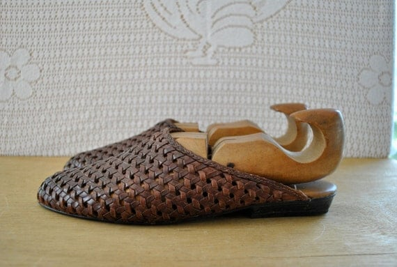 FINAL CLEARANCE california boho // shoes // 90s Chic Hippie Brown Woven Clog Flats