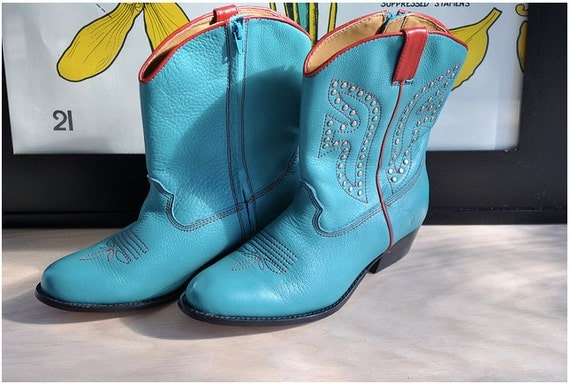cowboy kitsch // boots // 80s Bright Turquoise Blue and Red Frye Studded Cowgirl Boots // size 5