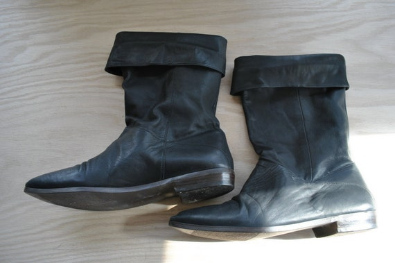 RESERVED black is black // boots // 80s Black Leather Pull On Flat Riding Boots // Size 10