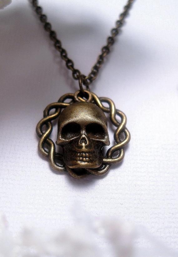Twisted Circle Skull Necklace - Skeleton - Charm - Pendant
