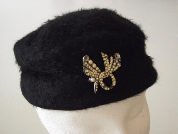 Vintage ladies hat black pillbox cloche fur w brooch SALE
