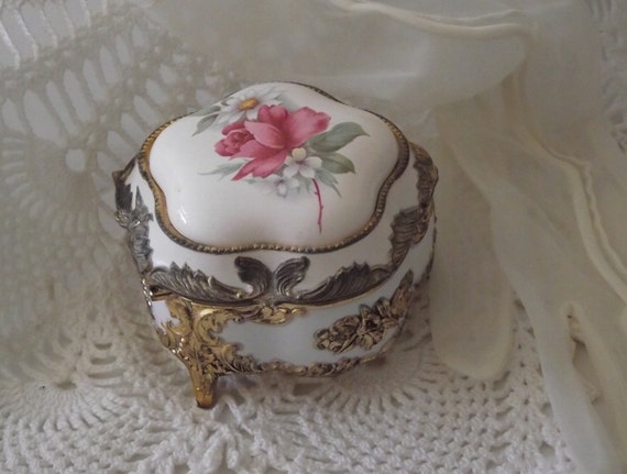 Vintage Vanity Trinket Box jewelry holder roses & victorian gold filigree