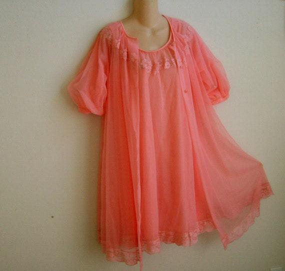SALE Vintage Peignoir Nightgown Robe Set Shadowline peach chiffon layers S M