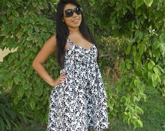 Fun and Flirty Black and White Cotton Dress with Leaf pattern, size M