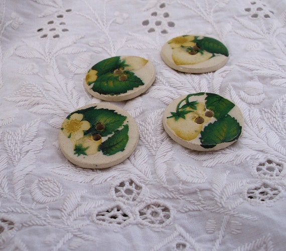 4 ceramic buttons  -  Strawberry - hand made