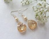 Dangly golden crystal earrings - Swarovski briolette crystal - pearl