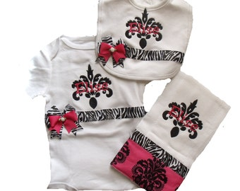 Boutique Damask bodysuit, bib and burp cloth with name set sizes newborn to 24m months