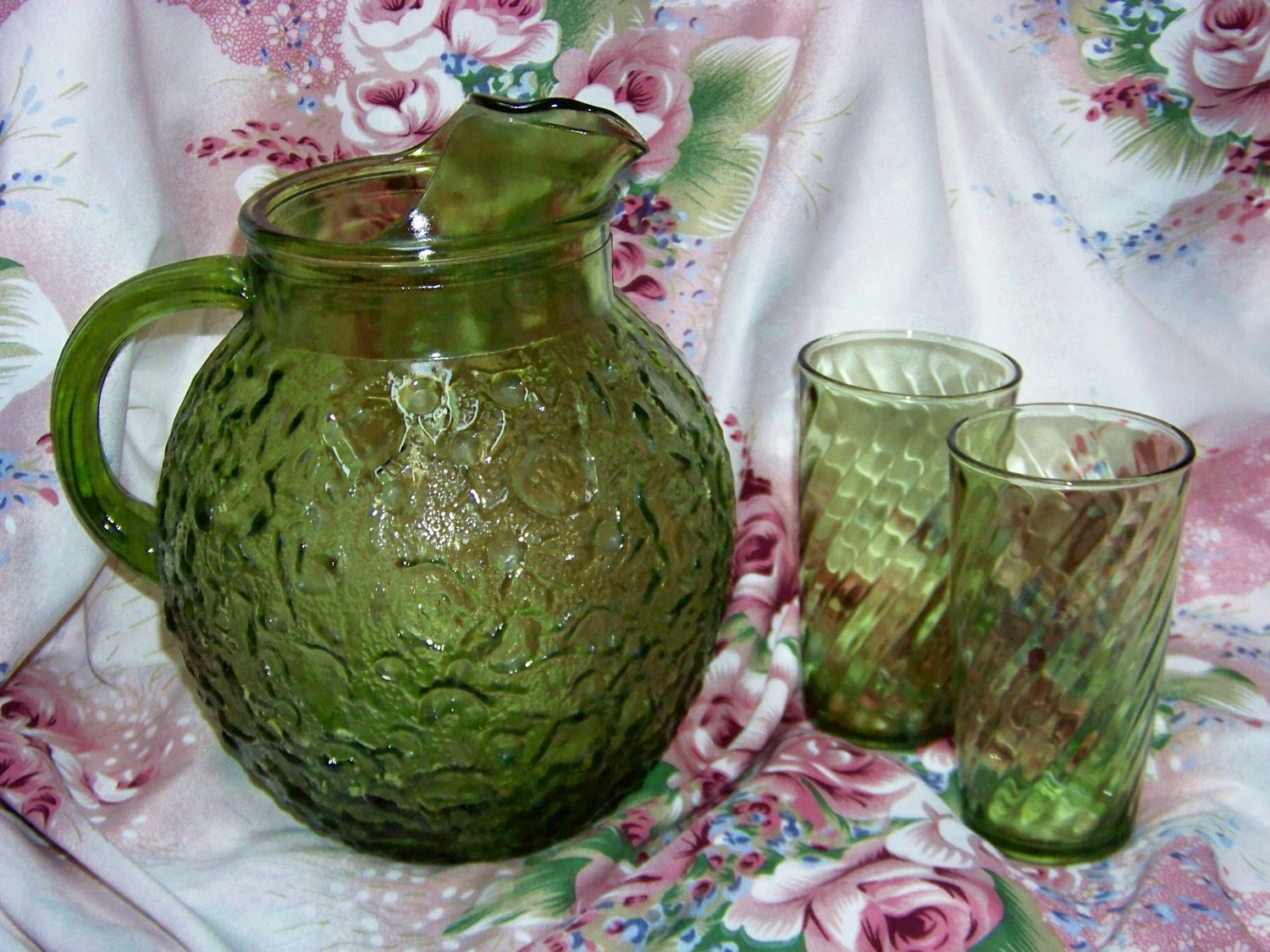 Classy 70s Green Glass Pitcher And 2 Drinking Glasses