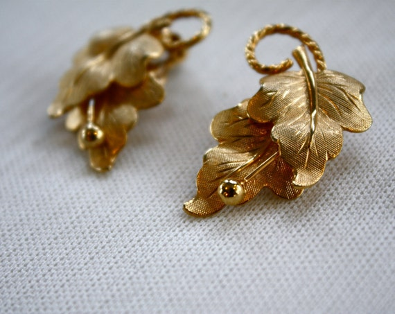 1960s clip-on earrings // golden ivy // vintage