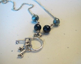 Key ring pendent with freshwater pearls