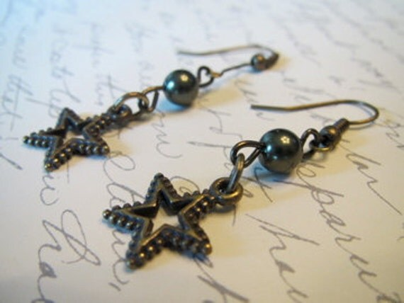 Antique Star with dark green pearl earrings