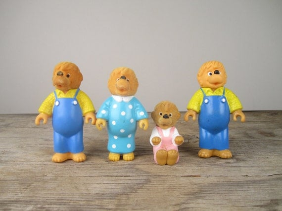 v i n t a g e Collectible Berenstein Bear Family--Set of 4