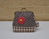Daisy Embroidered Coin Purse