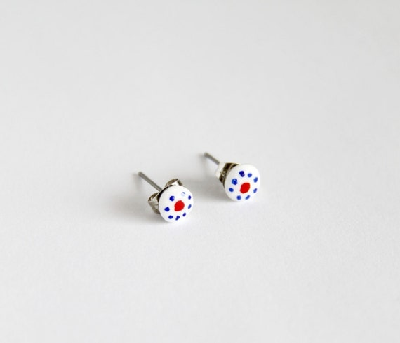 Ear studs post earrings with folklore flower-like pattern in white, blue and red, made of modeling clay, nickel free, come in a giftbox
