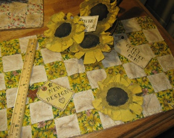 "Very Primitive Artist Original Design No 1026 Lg Quilt Candle Mat - "" Quilt Candle Prim "" Quilted Pieced SunFlowers"