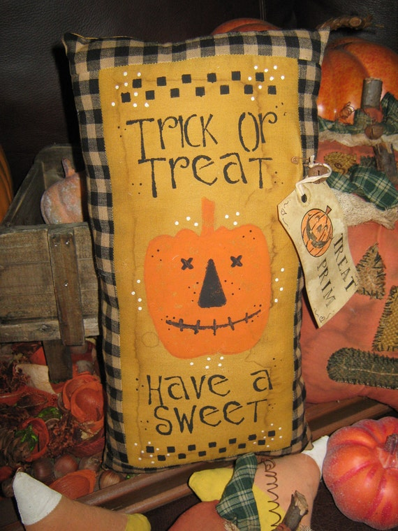 """PRIMITIVE Quilt Pieced Stenciled Lg PILLOW -  """" Trick or Treat - Have a Sweet """" Fall Decoration Halloween"""