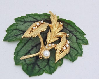 Adorable Gold Tone Leaf Brooch With Tiny Faux Pearls, Vintage Gold Tone Brooch, Vintage Jewelry