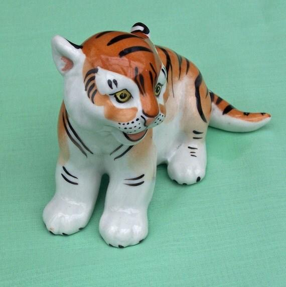 Vintage Porcelain Tiger Figuirine, Vintage collectable, UK Seller