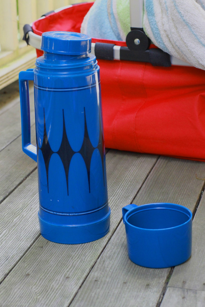 vintage aladdin thermos blue. Black Bedroom Furniture Sets. Home Design Ideas