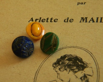 Vintage - Pretty diminutive glass buttons - Lot of 3  -