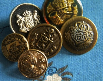 Vintage - Very nice gold color Coat of arms metal buttons - Lot of 6 -