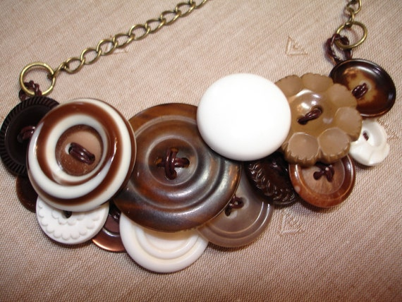 Button Necklace -  Vintage button Jewelry -  BROWN - White - Vintage Fashion - Vintage Accessories